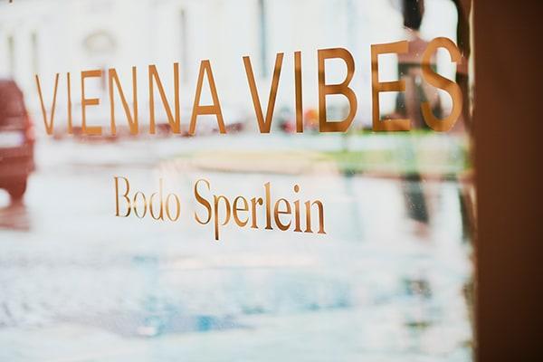 """Die Ausstellung """"Vienna Vibes"""" fand zum Münchner Stoff Frühling 2020 statt."""